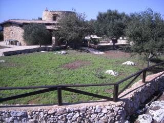 trullo tipico salentino ampio giardino illuminato, Tricase