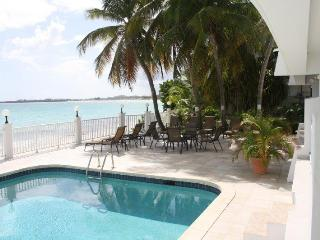 BEACHFRONTBLISS, Simpson Bay