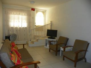 2 bdrm 1 bthrm apartment with ac&wifi near Oistins, Maxwell