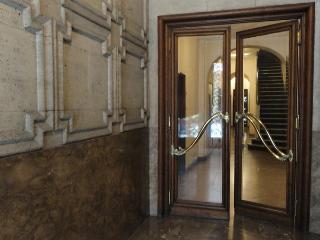 Great Location-2 Bedroom-1&1/2 Bath-Quiet as Churc, Buenos Aires
