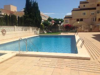 2 Bedroom Apartment, Pool, 15 minute to beach