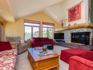 BRIGHT -SPACIOUS- DRAMATIC VIEWS--SNOWCREEK V--Ideal for Couples/Families