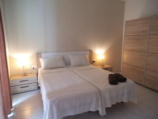 Paceville -Modern Apartment Fully Air-conditioned, Saint Julian's