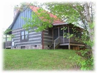 Sheila's Cozy Cabin -always $99, never fees!, Pigeon Forge