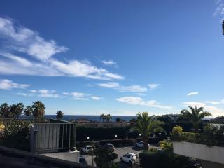 4pax-neuf,grande terrasse sur toit,vue mer,piscine, Golfe-Juan Vallauris