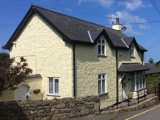 Sibrwd Y Dwr. Welsh coastal cottage, with sea view