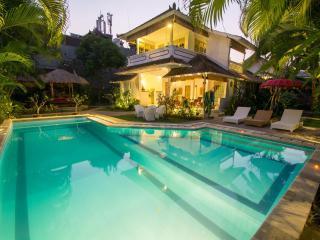 10min to Seminyak Beach 4Bedroom Villa
