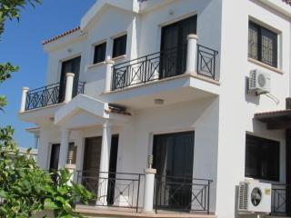 Spacious 4 bedroom villa with large pool, Pyla