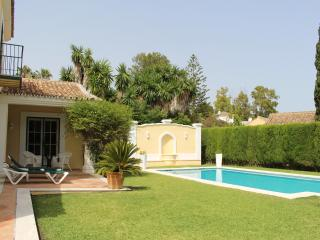 Lovey1B Beach Garden Cottage in Marbella Coast! Own Pool/Garden scape the crowds