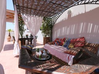 'Riad Hemingway' top 20 Traditional - Marrakech Médina Wifi 'private room'