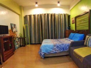 Greenbelt Radissons (Cozy, Balcony, Safe Location), Makati