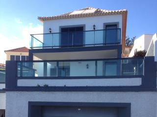 3 Bedroom Villa in the Old Town area of Funchal with extensive sea Views