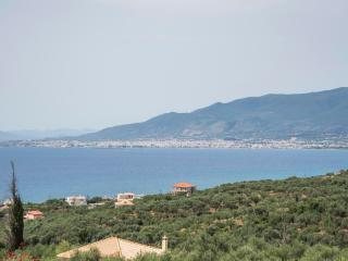 Studio in a traditional tower near the sea., Mikri Mantineia