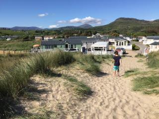 Luxury Home-Greenacres Holiday Park, Black Rocks, Porthmadog