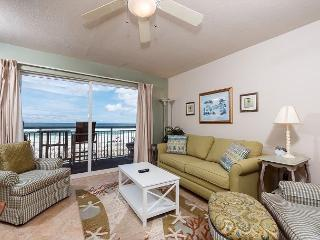 Pelican Isle 214: VISIT the COAST with the MOST! Stylish BEACH FRONT, pool!