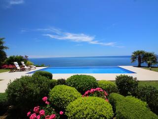 A striking oceanfront Residence