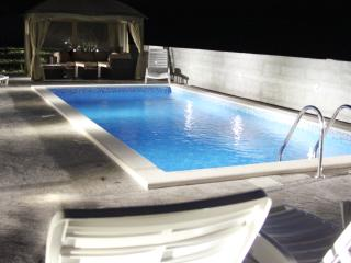 Amazing one bedroom Olive apartment with pool