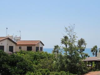 House with large garden only a minute from beach, Pervolia