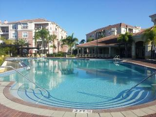 BEAUTIFUL TOWNHOUSE AT VISTA CAY RESORT-NEAR DISNE, Orlando