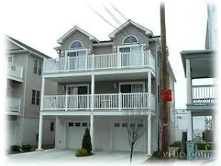 Fabulous 4 Bdrm, 2 car gar+1, 1.5blk2beach!, Wildwood