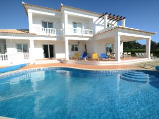 5 bed, 6 bath Villa in the Algarve, Guia