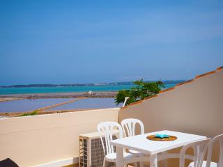 4 PAX WATERFRONT APARTMENT Terrace/Beach/Town 100m, La Savina