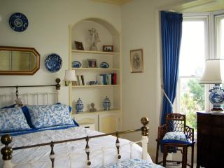 Mornington Lodge B&B 2 beds 2 baths, Sleeps three, Ryde