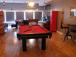 Villeray GAME LOFT 1 to 12 Guests 10 mn downtown