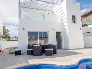 Brand new 8 person House/Villa in the heart of PDC., Puerto del Carmen