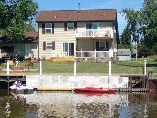 Huron Lakeside Haven - Michigan Lake Home on Water