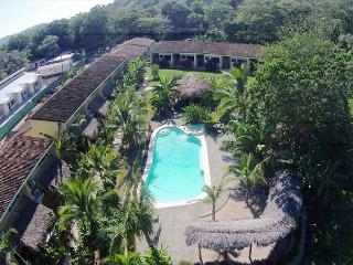 Best price in town!!! Luxury condo just minutes from the best beaches in CR!