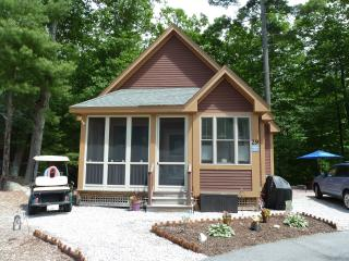 Summer Village Resort in Westford MA, 2 bedroom, 800 sq ft Cottage for rent!