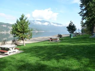 Spacious Shuswap Home - close to Canoe Beach!