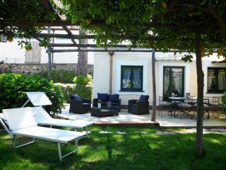 La residEnza 1 - Villa con giardino nel centro storico di Ravello con posto auto