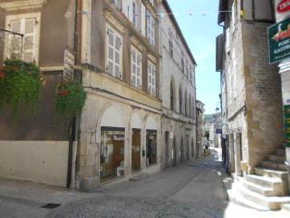 Elegant 'Grand Town House' 2 bedroom top floor apartment., Souillac