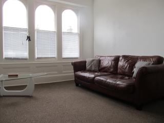 The Beatnik, Fine spacious apartment & parking, Plymouth