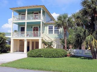 1415 Miller Avenue - Great Location - Close to the Beach and Back River - FREE WiFi, Tybee Island