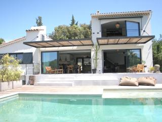 Valbonne: Luxury Modern Holiday Villa With Pool, Biot