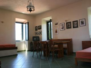 Flat in traditional Mani tower (1st floor), Mikri Mantineia