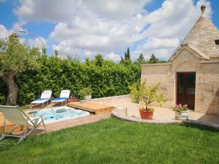 MANGINI VILLA con piscina e Jacuzzi, Putignano