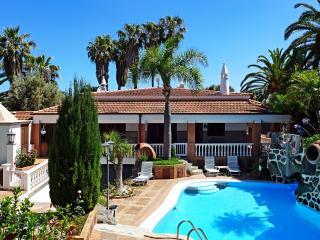 Villa 5 bdr. in Los Pinos to the park and gardens, La Matanza de Acentejo
