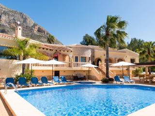 JAVEA LUXURY 6 BEDROOMED  VILLA WITH PRIVATE POOL, Jávea
