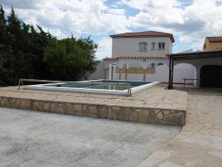 Preciosa villa con piscina privada y 3 dormitorios, Miami Platja