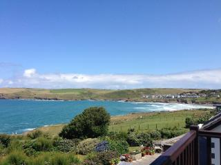 Polzeath. Unrestricted sea views, 5 mins beach. Direct access to coastal path
