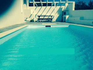 Cycladic summer house with private pool