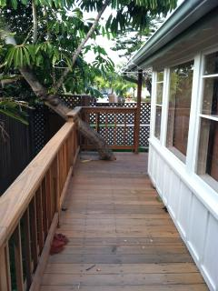 Ocean View Cottage w/Private Yard & sunset views!!