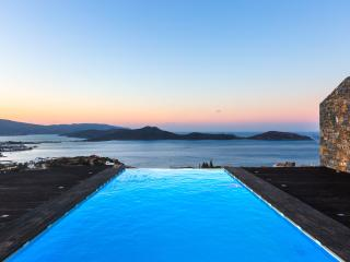 Infinity pool and sunset view offers unforgettable moment!
