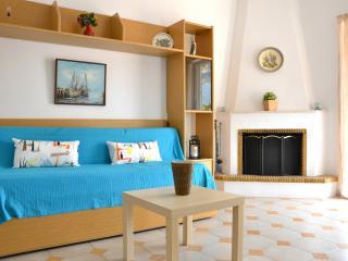 Yvonne's House, Porto Rafti