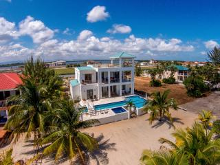 A New Dawn Beach House - brand new 3 bedroom home, Placencia