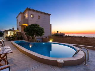 Villa Kokkinos - Walking Distance to Sandy Beach!